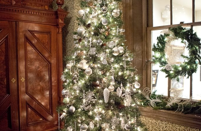 Holiday House Tour December 11, 2021